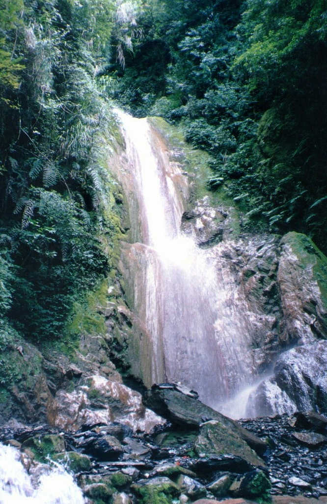 One of the many linked falls that make up Yinu Waterfall